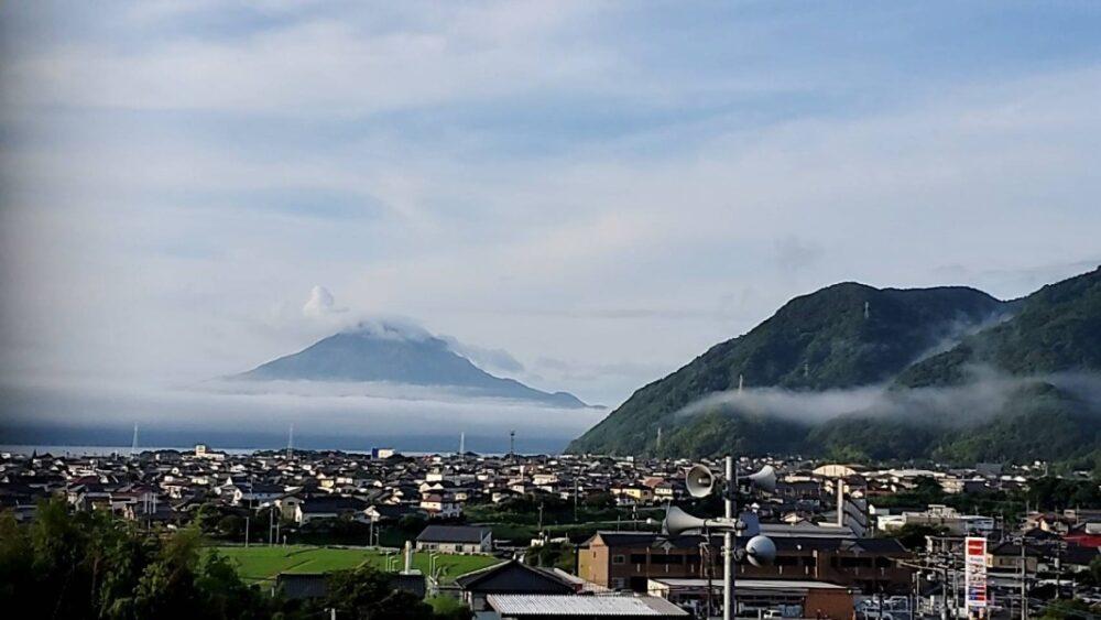 早朝の桜島の写真1